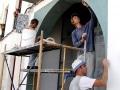 Mitarbeiter von EMBARRO bei der Tadelakt-Ausführung