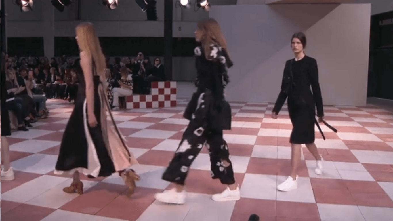 Desfile de moda em Paris